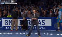 Federer Gets Lobbed by a Kid!
